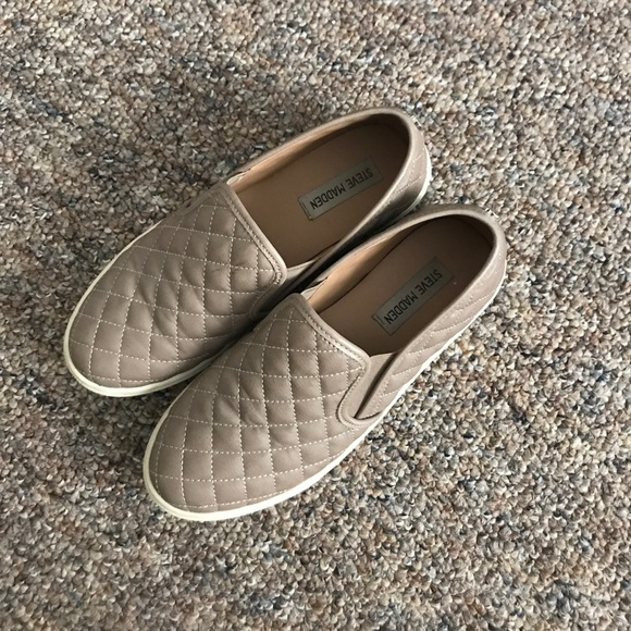 f0fdd08f45c Steve Madden Nude Quilted Slip on Sneakers 8.5🔥. M 5a5f69a2077b97166c409bb6